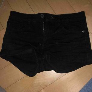 hm shorts vill bara bli av med för är för små fortfarande snygga om dom passa