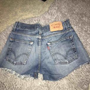 Ursnygga Levi's shorts. Stora i storleken.