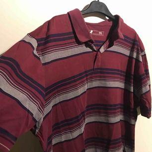 oversize tröja, najs o stoppa in eller ha under något. Köpt secondhand o säljs för 120kr ink frakt