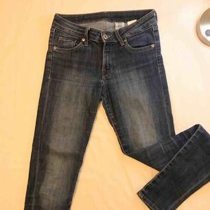 Mörkblå jeans från H&M som jag tyvärr växt ur✨ frakt tillkommer💌