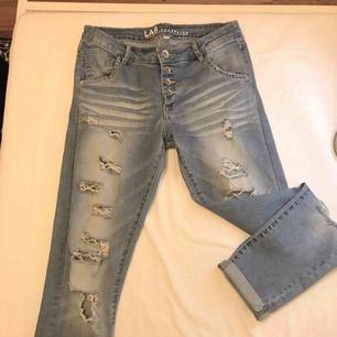 Boyfriend-jeans köpta på Kappahl! Frakt tillkommer💌