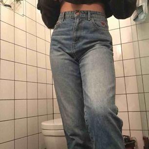 Ett par skit snygga byxor som jag köpt på secondhand! Är inte min stil!