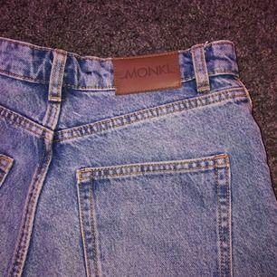 Säljer dessa skit snygga och coola jeans shortsen, det är alltså ett par jeans från monki som jag klippt av. Köparen står för frakt. Säljs då de inte kommer till användning. 💗💗