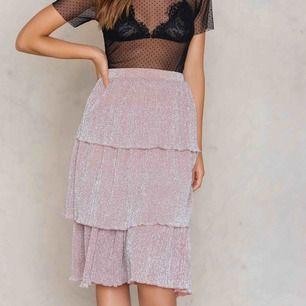 sjukt fin triple layer kjol från nakd (SLUTSÅLD) passar till fest och vardag, köparen står för frakt!! 💜💖🤍💟💕