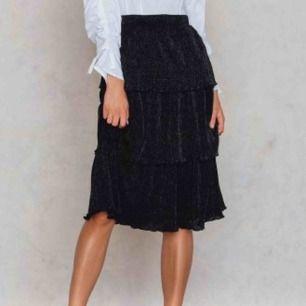 triple layer kjol från nakd (SLUTSÅLD), köparen står för frakt!! 💜💟💖🤍💕