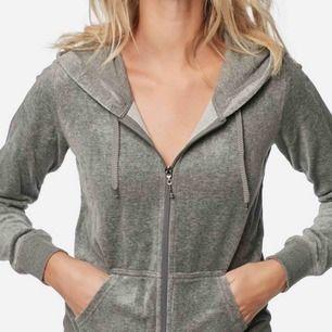 En grå huvtröjor från Cubus, knappt använd & i gott skick. Passar storlek xs till m. Köparen står för frakt