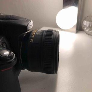 AF Nikkor 50mm 1:1.8 G.  Använt fåtal gånger. Riktigt bra macroobjektiv i bra skick. Nypris 2490kr. Priset är prutbart.