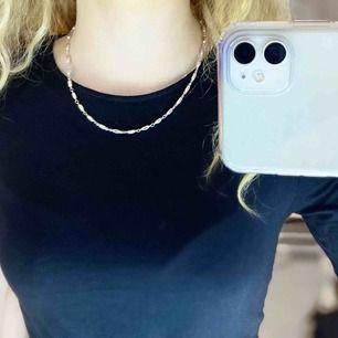 Supersnyggt silvrigt halsband, funkar även som fotlänk!💜