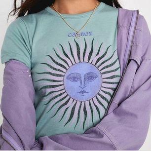 Tshirt från Urban Outfitters. Använd enstaka gång. Möts upp i sthlm eller köparen står för frakten🥰