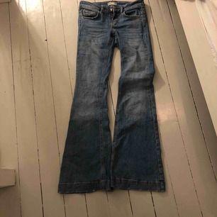 Superfina bootcut från Gina tricot, säljer pga dålig passform på mig,dom är ganska långa (ca ner till golvet på mig o jag är 168)