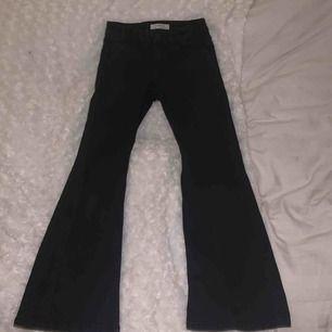 Ett par fina bootcut jeans från Lindex i storlek 140 passar även 146❤️