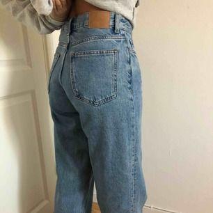 Weekday jeans  Modell: RAIL Storlek: W26 L30 Färg: Rall pen blue  Skick: som nya   **Frakten ej inkluderad i pris**