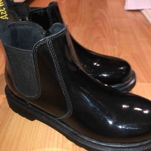 Dr Martens regnboots. aldrig använda och nyköpta. nypris 1400