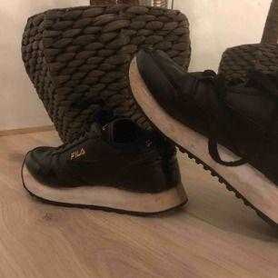 Ett par snygga skor från FILA🥰 EXKLUSIVE frakt