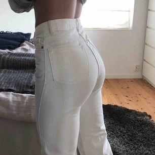 Row jeans från weekday, skulle passa 25/32 också. Jävligt snygga i röven och snygga raka men samtidigt tighta. Köparen står för frakt