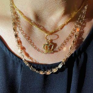 Säljer det här superfina guldiga halsbandet med kronan ⚡️