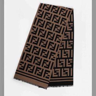 Äkta fendi halsduk köpt i Plick. Köpte begagnat för dubbelt pris. Finns inga fläckar eller tecken på slitage. Säljer pga att jag behöver pengarna