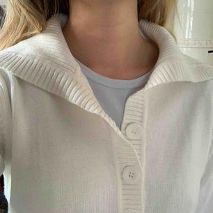 Vintage tröja med trendig krage. Storlek s. Frakt 59kr