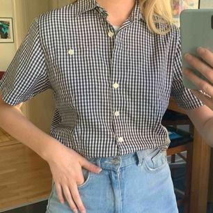 Vintage Stenströms skjorta, står storlek 38 och passar mig med 36 bra. Frakt 42kr