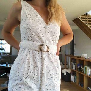Suuuperfin oanvänd topshop-klänning. Tänkte ha den på studenten men hittade en annan som var lite mer min stil. Bra kvalité och jättefint mönster <3