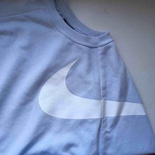 Blå träningströja från Nike. Bra skick. Gratis frakt!