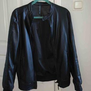 Fejk läder jacka från Zara som jag inte använt, funkar som S/M hade jag nog sagt. Perfekt nu till våren! 🍀