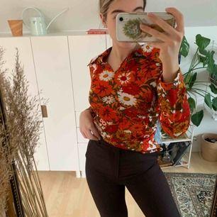 Vintage tröja! Står ingen storlek men uppskattar till en S! Aldrig använd av mig