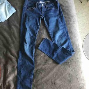 Längd-30  ÄKTA G-STAR jeans. Säljer pga för små.  Original pris-1299kr