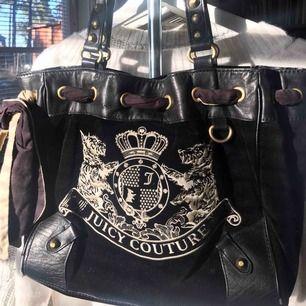 Så snygg väska från Juicy Couture, jättebra skick🤩💛💛