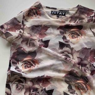 Ball mesh t-shirt från STAY (köpt på Carlings). NYSKICK!  Jätte fin med en cool bh/topp under, 100kr +frakt elr förslag. Kan skicka mer bilder!🧡