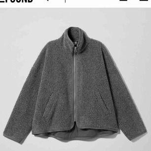 Söker denna fleece från Weekday! Modell Frigg Pile. Storlek small och medium.   Ok med pris 300 och nedåt!