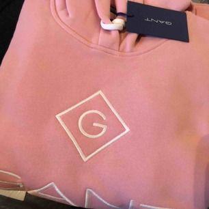 Ny rosa hoodie från Gant. Storlek XS. Etikett kvar. Skickas med spårbar frakt.