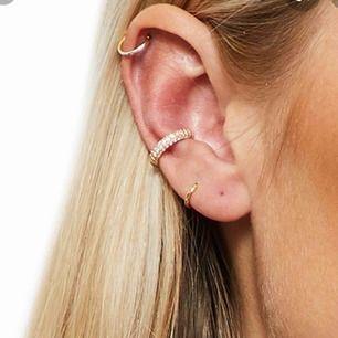 SÖKER! Är det någon som säljer ett cuff örhänge? Det behöver inte vara just den på bilden🤩