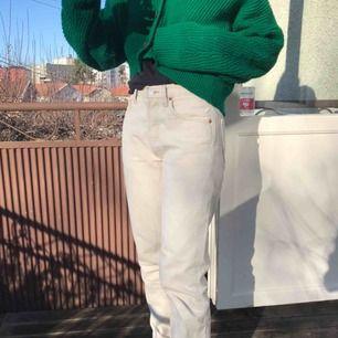 Så snygga Levi's jeans! Säljes pga för små (min kompis på bilden) 💞 möts upp i Stockholm. Passar perfekt nu till våren!