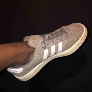 Mycket bekväma skor!✨180kr totalt med frakt. De är storlek 38.