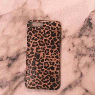 Ett leopard skal för iPhone 7+. Använt få gånger. Bra kvalitet och mjukt