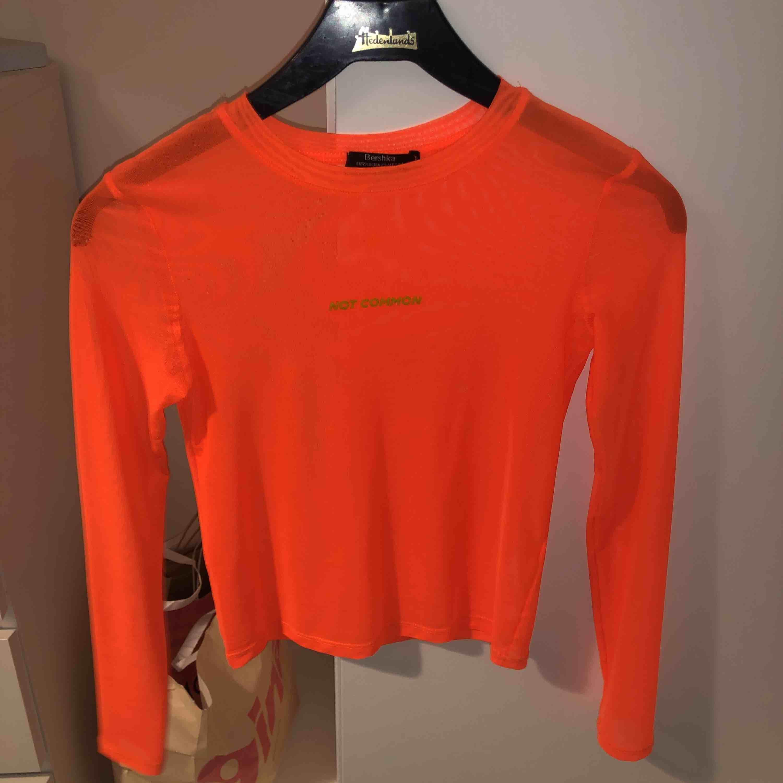 Super cool mesh tröja från bershka, använd en gång storlek XS💖. Toppar.