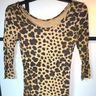 Leopard klänning från h&m storlek xs-s fint skick