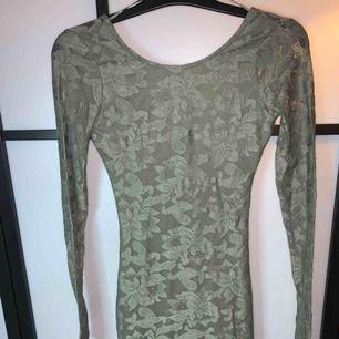 Spetsklänning från Gina tricot stl 34 oanvänd
