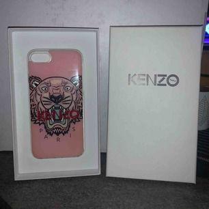 Säljer mitt kenzo skal! Funkar för iPhone 6,7 och 8 köptes för 500 men säljer det billigare då den har lite skador vid kanterna!💞💞
