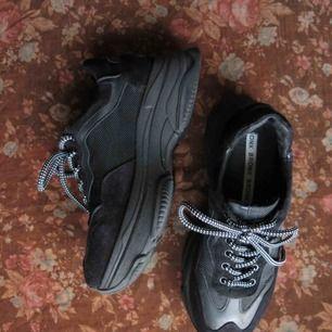 Sköna platå sneakers från BRONX, nästan helt oanvända. Kan mötas upp i GBG eller skicka (+110kr)