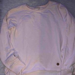 Jätte fin tröja, säljer den pågrund av att den är för liten