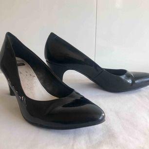 Svarta #VAGABOND skor med låg klack. 6cm klack.   Köpare betalar fraktkostnad