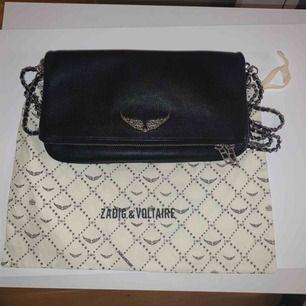 Säljer min Zadig & Voltaire väska som inte kommer till stor användning! Original pris 3.300! Pris kan diskuteras💞💞
