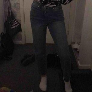 Hej, jag beställd ett par jättefina jeans, men när jag fick hem de var dem inte riktigt min stil, därför säljer jag dem vidare med prislapp kvar.
