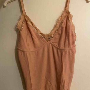 oanvänt linne från bikbok!   kan mötas upp i stockholm annars står köpare för frakt👍🏼