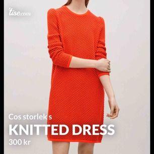 Klänning/tröja från Cos. 100% bomull. Använd några gånger men är i felfritt skick. Storlek s.