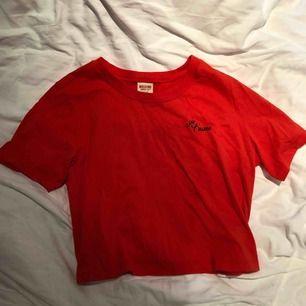 Fin röd t-shirt, aldrig använd