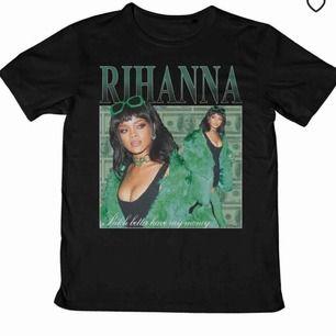 Rihanna t-shirt (svart med grönt tryck)