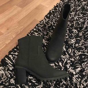 Helt nya boots jätte bekväma skit snygga